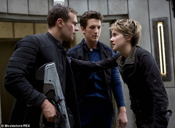 265CCF4800000578-2981870-Coming_soon_Theo_Shailene_and_Miles_Teller_in_a_scene_from_Insur-a-13_1425606018559